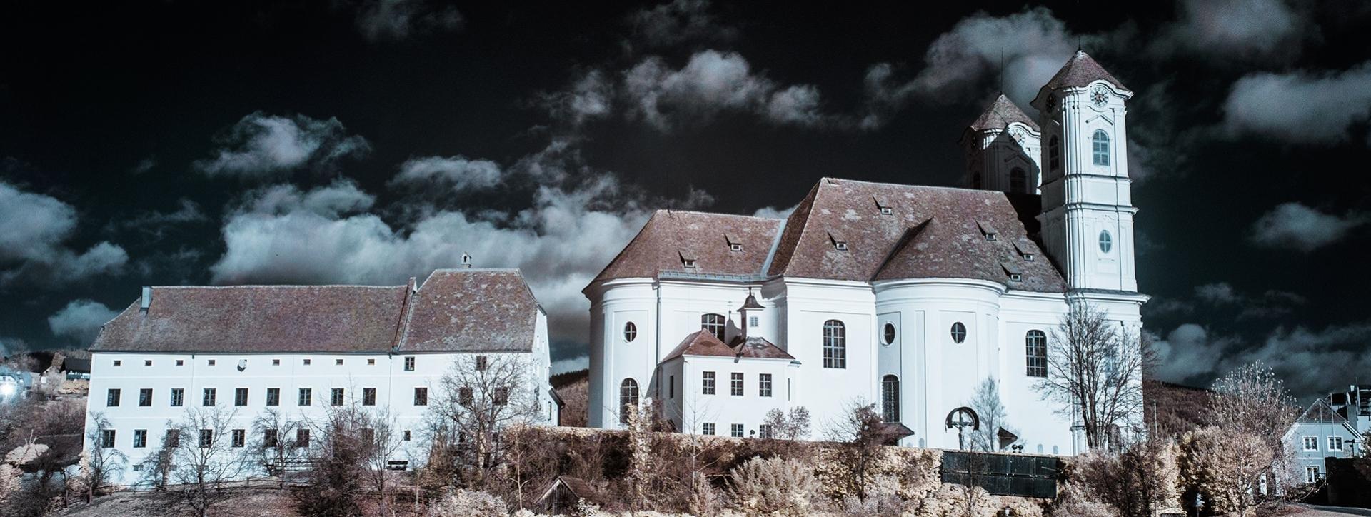 Basilika am Weizberg Seitenansicht