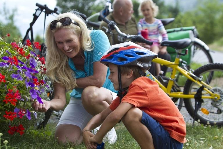 Rad Blumen Familie Steiermark Urlaub Radurlaub