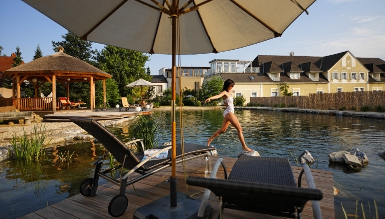 Schwimmteich Erholung Garten-Hotel Ochensberger (c) Garten-Hotel Ochensberger