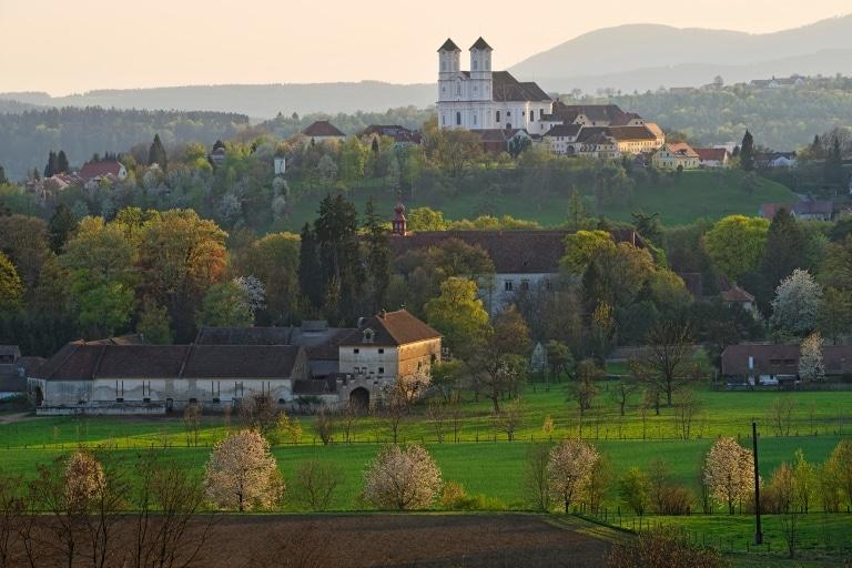 Weizberkirche & Schloss Thannhausen