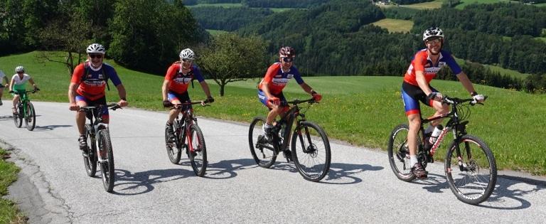 Sie sehen ein Foto von der Almenlandradtour