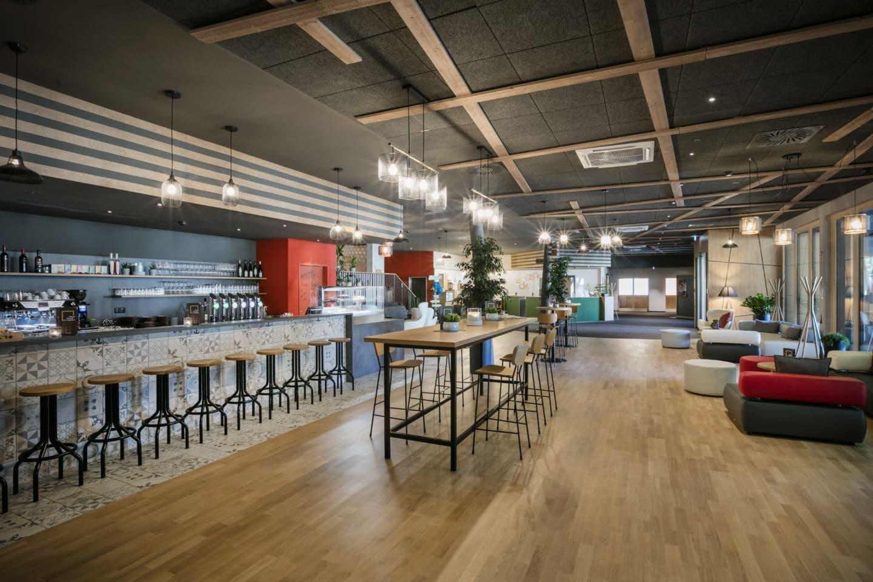 Sie sehen ein Bild von der Lobby im Jufa Hotel Weiz