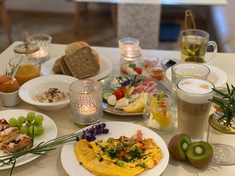 Bild eines Frühstückstisch im Stadthotel zur goldenen Krone